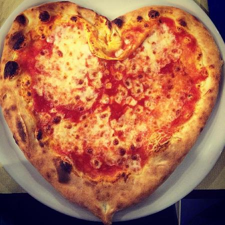 The Averna Restaurant: Pizza Amore... Cuore <3