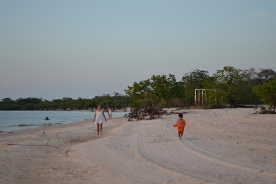 Belterra, PA: crianças correndo na praia