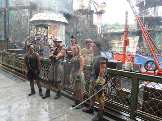 De cast van Waterworld! Proffesionele stunts en acteurs ...