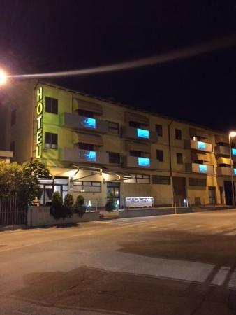 Hotel Valmarina : Outside Hotel