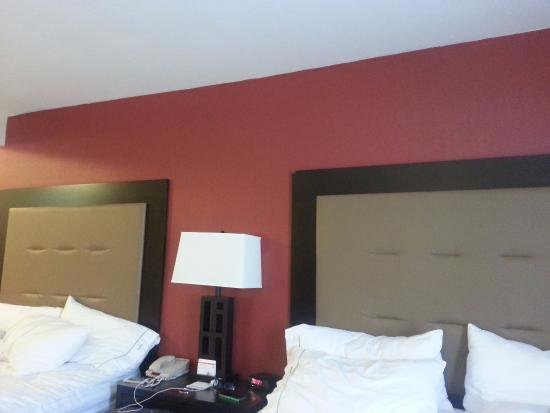 Holiday Inn Express & Suites Phoenix Tempe University: Room