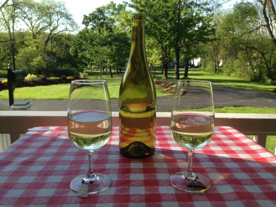 Finger Lakes Bed & Breakfast: Enjoy some local wine