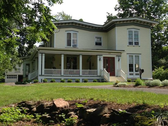 Finger Lakes Bed & Breakfast: Summer is beautiful here