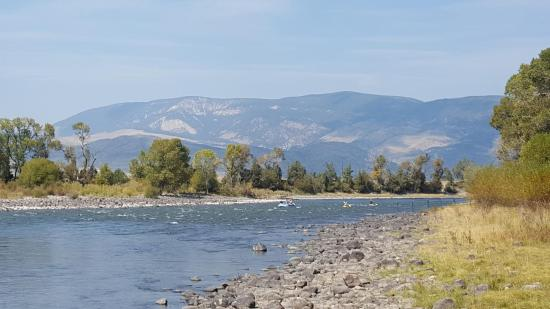 Livingston / Paradise Valley KOA : 900' of Yellowstone River frontage!