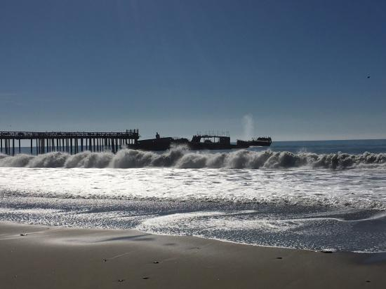 Aptos, Californië: View walking on beach.