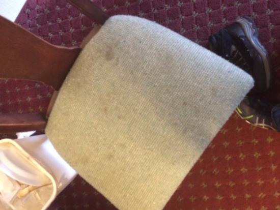 Best Budget Inn Sandusky: only chair in room dirty