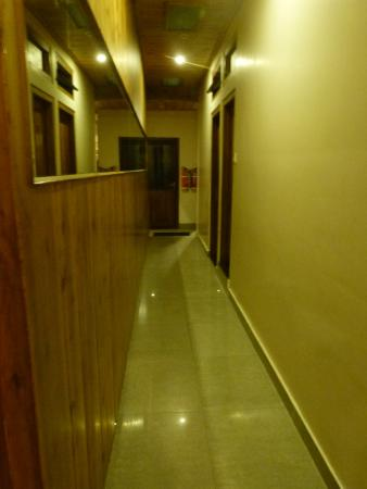 Ashutosh Inn: Common Corridor