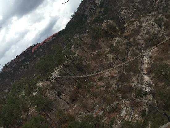 Divisadero, Mexico: Vista de las estaciones y de un puente colgante