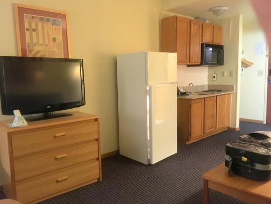 """BEST WESTERN West Towne Suites: Nice TV, but the """"clean remote"""" kind of sucked."""