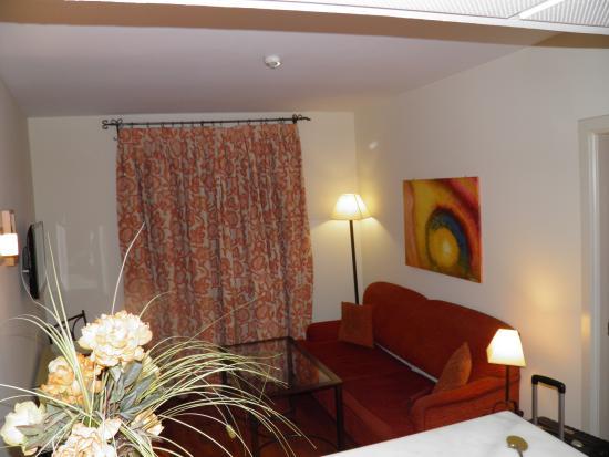 Apartamentos Murillo: Living room apartment 105