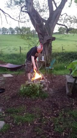 Hoarwithy, UK : camp fire cooking