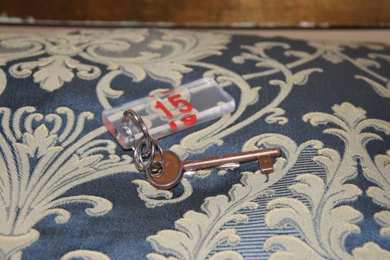 Alloggi Santa Sofia: Great old-school key!