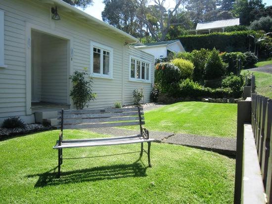 Mangonui Waterfront Apartments: Whare_Garden