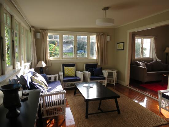 Mangonui Waterfront Apartments: Whare Lounge