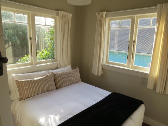 Mangonui Waterfront Apartments: Whare Bedroom 1