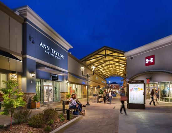 Asheville Outlets is the destination for shopping in the greater Asheville, North Carolina market with 75 top manufacturer and retail outlets.