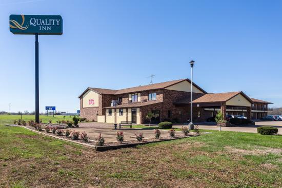 Farmington, MO: Building Exterior