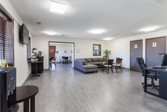 Farmington, MO: Lobby Lounge