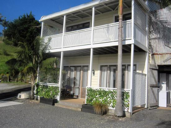 Mangonui Waterfront Apartments: Waru Building