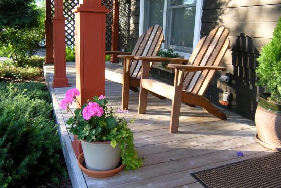 The Juniper Inn: Front Porch - Hotel