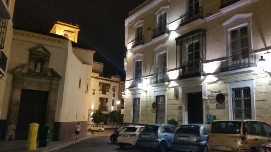 "Petit Palace Santa Cruz : L' hôtel côté rue "" la place """