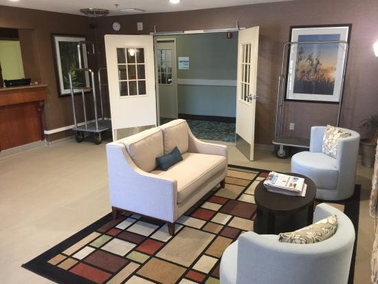 Best Western Brentwood Inn: Lobby