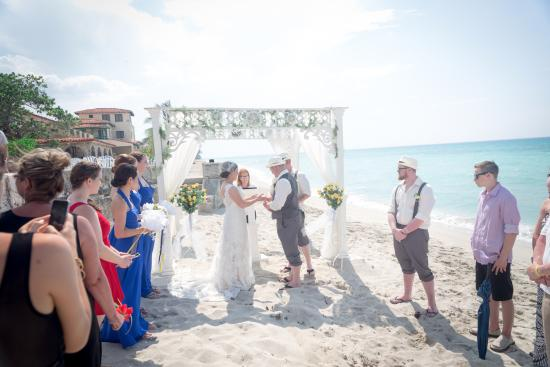 La Casa De Al Small Wedding Group 25 On The Beach With