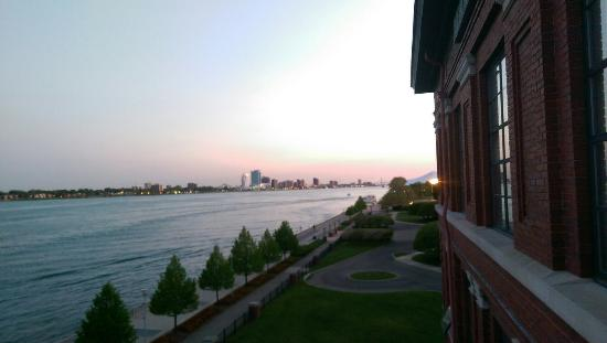 Roberts Riverwalk Hotel Detroit: IMAG5083_large.jpg