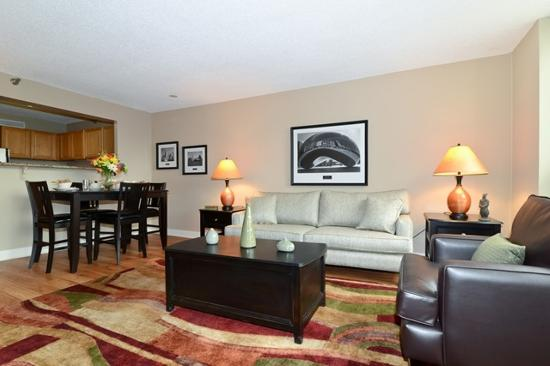 Corporate Suites Network at Presidential Towers: Living/dining area