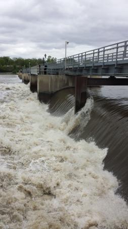Sterling, IL: Dam Walkway