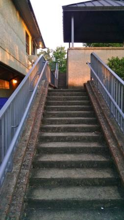 Satterfield's Restaurant: Stairs to back parking lot