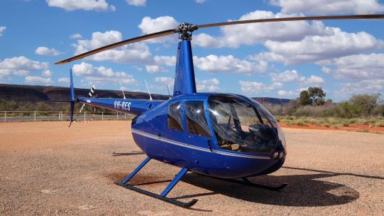 Yulara, Αυστραλία: The ARSF chopper based at Kings Canyon