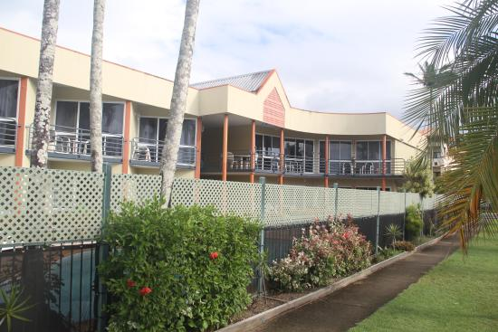 Tropical Queenslander Cairns Holiday Studio & Apartment: 2m high fence