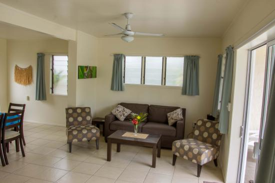Coral Sands Apartments: Lounge in 3 Bedroom