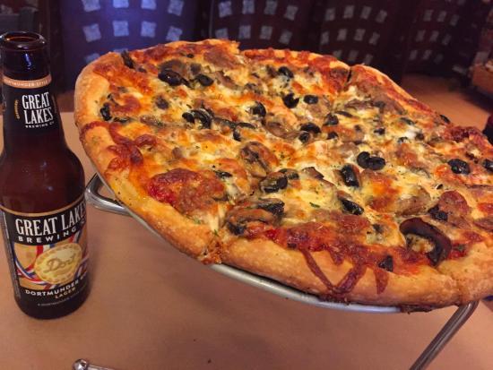 Chardon, OH: Sausage Combo (including smoked mozzarella, mushrooms and black olives)