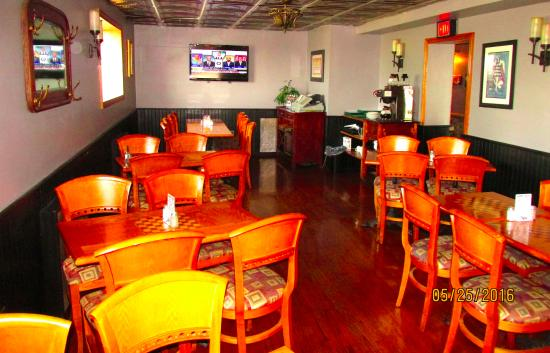 Chess N Checkers Pub & Restaurant: Dining area