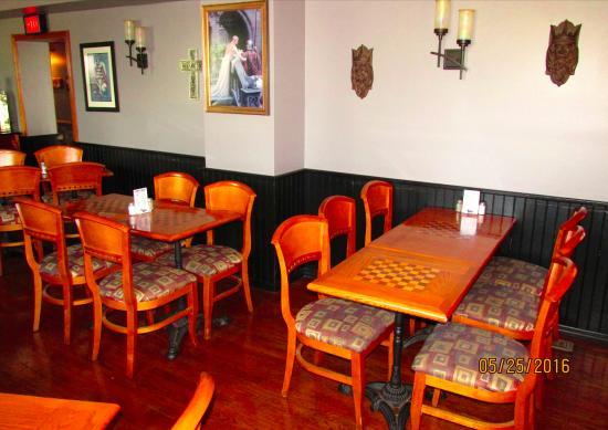 Chess N Checkers Pub & Restaurant: Interior