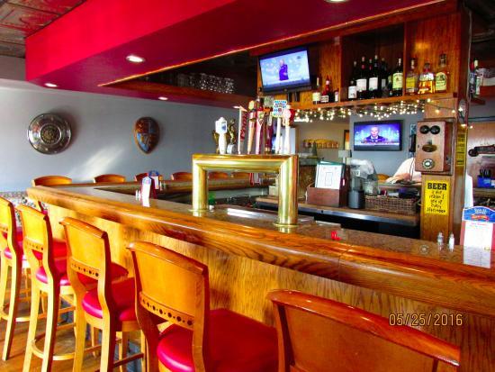 Chess N Checkers Pub & Restaurant: Bar