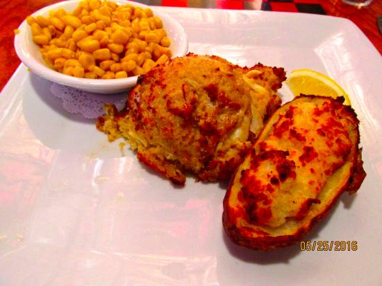 Chess N Checkers Pub & Restaurant: crab/shrimp Cake, potatoes & corn