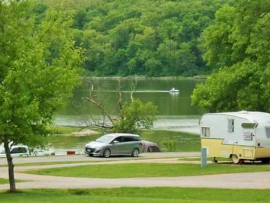 Indianola, IA: Lake access to campground