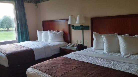 MainStay Suites Airport : Very comfortable bedding
