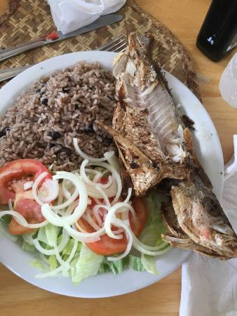 Middle Caicos: Daniels Cafe