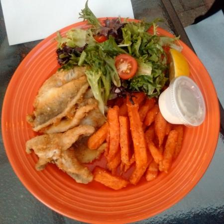 Amherstburg, Канада: Fresh Yellow perch with sweet potato fries