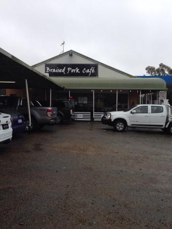 Sutton, Austrália: Undercover parking, Maccas 3ks south better option