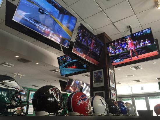 Duffy's Sports Grill: dentro do restaurante, muito legal