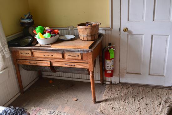Harn Homestead: kitchen of farmhouse
