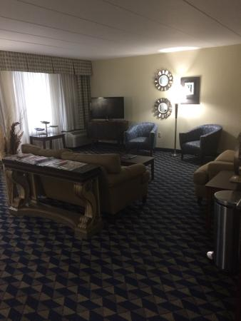 Crowne Plaza Cleveland Airport: Club room on the Fifth Floor
