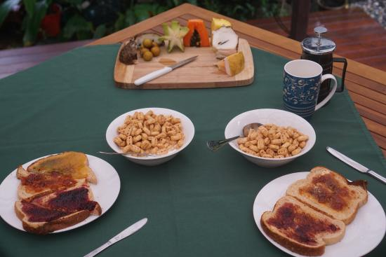 Cape Trib Farmstay: Breakfast fruit tasting!