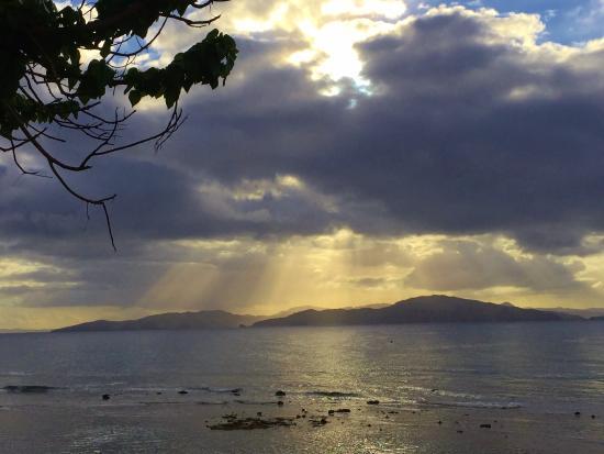 Garden Island Resort: Tide is going out.....beautiful sunset.,,,