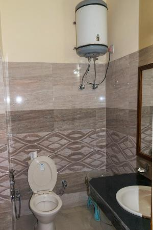 The Yamuna(HPTDC) : Clean and well equipped bathroom
